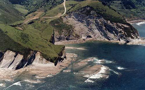 Deba MENDATA 海滩