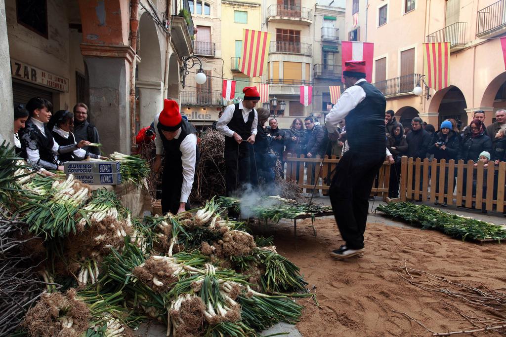 Tarragona Valls小镇烤大葱美食盛会